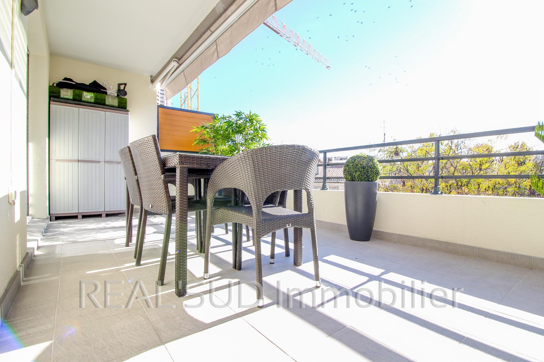 vente marseille 8e t3 dernier tage terrasse. Black Bedroom Furniture Sets. Home Design Ideas