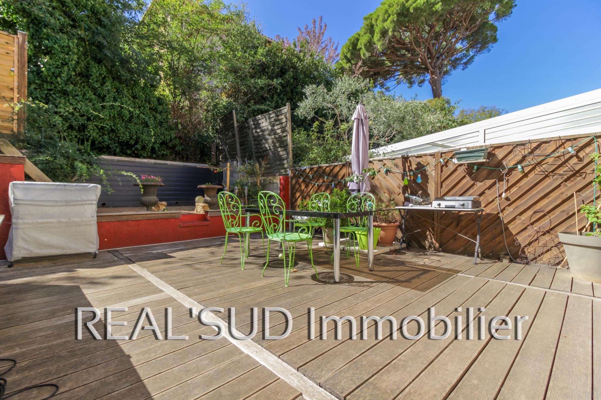 vente marseille 13009 maison t4 avec piscine au calme. Black Bedroom Furniture Sets. Home Design Ideas